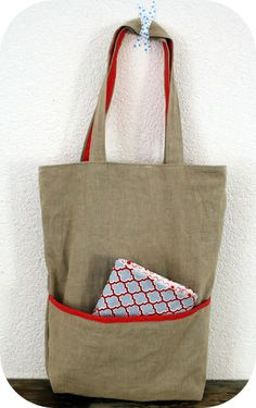 ReversibleTote Bag and Kindle Case Sew yourself a great new bag. Love the size, big enough for what life is.