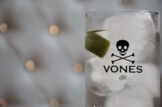 """No sólo beber este #gintonic es lo más """"in"""", sino el consumo del resto de sus productos está de #moda. Conoce el #VONEStyle y su #VONESBoutique #gin #ginebra #londondrygin #mustdrink"""