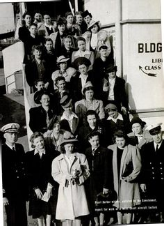 Pearl Harbor widows, enlisted by the government, report for work at a West Coast air factory. February, 1942 This photo tears at my heart in so many ways. History Online, Women In History, World History, World War Ii, Family History, Vintage Magazine, Pearl Harbor Attack, Rosie The Riveter, Interesting History