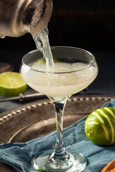 Gimlet Cocktail, Sour Cocktail, Cocktail Drinks, Fun Drinks, Alcoholic Drinks, Craft Cocktails, Beverages, Drink Recipes, Margaritas