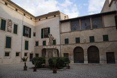 ES_171130 Espanja_0326 Palma de Mallorcan Piispanpalatsin piha Valencia, Spain, Mansions, House Styles, Home Decor, Palmas, Majorca, Decoration Home, Manor Houses