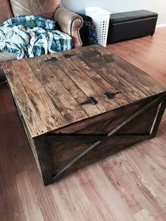 Pallet Coffee #Table with Secret Stash | 101 Pallet Ideas - Part 2 #palletfurniturebench #palletcoffeetables