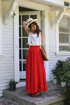 "Simple summer style - ""how to wear"" maxi skirt Beauty And Fashion, Look Fashion, Passion For Fashion, Womens Fashion, Fashion Models, Skirt Fashion, Fashion Designers, Street Fashion, Runway Fashion"