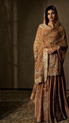 Indian Bridal Outfits, Indian Bridal Fashion, Pakistani Wedding Dresses, Indian Designer Outfits, Pakistani Outfits, Indian Dresses, Indian Attire, Indian Ethnic Wear, Hippy Chic