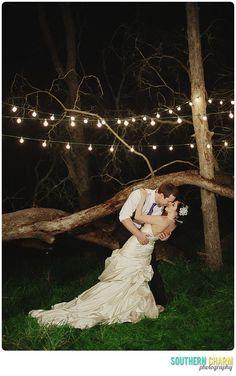 Gorgeous wedding photography! Romantics and bridal photo pose ideas.