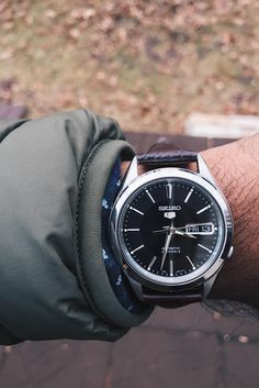 [Seiko] First analog watch for upcoming job interviews - SNKL23