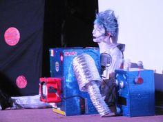 """Valola, manos a la Obra presentó la obra de teatro """"Los Supersonicos"""" con 100cia en el Panetario Kayok de Cancún. Una presentación en escena con mensaje a los niños como a sus papás en la conservación del planeta tierra. Los personajes se enfrentan a un tirano que va por la galaxia ensuciando todo a su paso y con la ayuda de un robot que fabrican se forman los Supersonicos y contrarestan todos los males ya realizados asi salvando la Tierra."""