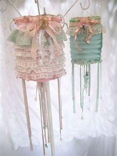 These embellished lanterns arethe lovely