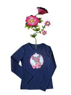Rompertje bedrukt met kleurrijke print. Versierd met strikjes en satijnen roosje.  Afwijkende kleuren en maten op aanvraag. Mail ons voor meer informatie info@bygek.com