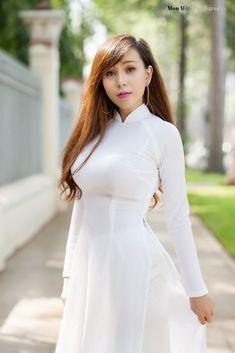 Best 12 Áo Dài Việt Nam Myanmar Traditional Dress, Vietnamese Traditional Dress, Traditional Dresses, Pretty Asian, Beautiful Asian Women, Beautiful Eyes, Ao Dai, Asian Woman, Sexy Dresses