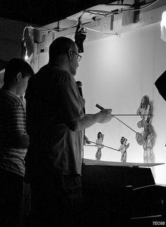 Memories | Παλιότερα, προ της εμφάνισης του κινηματογράφου και της τηλεόρασης, οι παραστάσεις του Καραγκιόζη ήταν ιδιαίτερα δημοφιλής τρόπος ψυχαγωγίας στην Ελλάδα, ενώ σήμερα επιβιώνει κυρίως σε μορφή παραστάσεων συνήθως για παιδιά. Shadow Theatre, Greece Pictures, Greece Photography, Greek Culture, Good Old Times, People Of The World, Vintage Pictures, Back In The Day, Athens