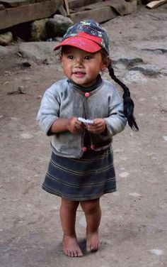 Nepal adorable young girl with a cute smile Precious Children, Beautiful Children, Beautiful Babies, Beautiful People, Little People, Little Ones, Little Girls, Kids Around The World, People Around The World