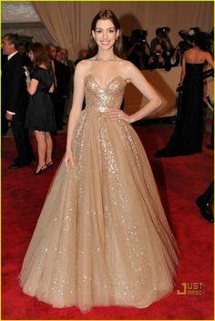 Anne Hathaway. MET Ball 2010