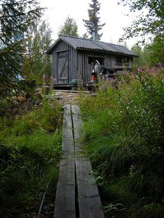 Smoke sauna at Laura´s uncle's log cabin in Lapland. Lofoten, Portable Steam Sauna, Sauna Design, Outdoor Sauna, Finnish Sauna, Man Of The House, Cabins In The Woods, Lappland, Paths