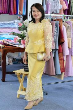 Church Suits Mom Dress, Lace Dress, Modern Filipiniana Dress, Beautiful Dresses, Nice Dresses, Thailand Fashion, Dress Brokat, Thai Traditional Dress, Sunday Dress
