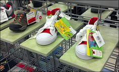 Cantilever Platform Ledge for Slatwire Platforms, Hooks, Grid, Retail, Shoe, Shoes, Haken, Shoemaking, Shops