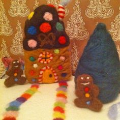 Gingerbread House Play mat Playscape 100% Wool Waldorf Toy Hansel Gretyl Christmas Winter Nature Table Decoration Handmade Gingerbread men