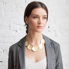 Oooohhh! I super dig this Overlapping Metal Disc Collar Necklace from Chloe & Isabel.