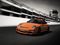 Con argumentos contundentes y tres letras inequívocas: GTS.  Porsche 911 GT3 RS 2007.