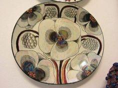 China Painting, Ceramic Painting, Ceramic Artists, Pottery Plates, Ceramic Plates, Ceramic Pottery, Plant Illustration, Sgraffito, Ceramic Flowers