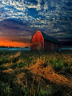 barn at sunrise photo by Phil Koch Country Barns, Country Life, Country Living, Country Fall, Barn Photography, Beautiful Places, Beautiful Pictures, Beautiful Sky, Barn Pictures