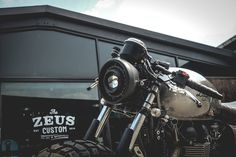 Triumph Cafe Racer by Zeus custom #motorcycles #caferacer #motos | caferacerpasion.com