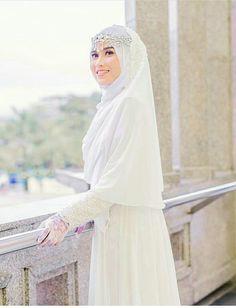 Malay Wedding Dress, Muslim Wedding Gown, Hijabi Wedding, Wedding Hijab Styles, Muslimah Wedding Dress, Muslim Wedding Dresses, Muslim Brides, Bridal Dresses, Muslim Couples