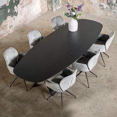 """NIEUW BIJ TABLE DU SUD! Ovale vorm DEENS.Uiterst comfortabel én ongedwongen zitten doe je aan de ovale eettafel, die sterk in opkomst is. Standaard uitgevoerd met een randafwerking """"12 mm + 60 graden"""" juist dat detail maakt deze tafel helemaal af. Dining Table Design, Dining Area, Dining Chairs, Küchen Design, House Design, Design Ideas, Oak Table, New House Plans, Interior Inspiration"""