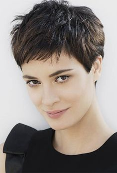 Pixie Haircut Styles - Short Pixie Haircuts - Hottest Pixie Cuts - Pixie hairstyles - pixie haircut for round face - how to style a pixie haircut? Short Hairstyles For Thick Hair, Cute Short Haircuts, Pixie Haircut Thick Hair, Brown Pixie Hair, Spiky Hairstyles, Beautiful Hairstyles, Elegant Hairstyles, Short Female Haircuts, Short Feminine Haircuts