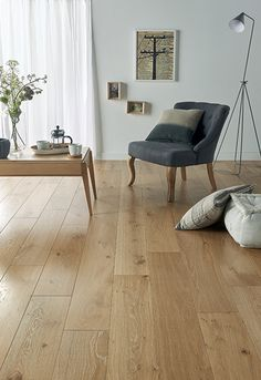 Klares Parkett in Quercus natur Verweis Authentic Platinum Divi House Design, Living Room Flooring, Home Decor, House Interior, Home Deco, Hardwood Floor Colors, Flooring, Flooring Inspiration, Interior Design