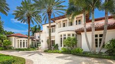 Inside a $45 Million Boca Raton Home With Room For Your Yacht – Robb Report Living Room Photos, Bedroom Photos, Miami Houses, Massage Room, Expensive Houses, Custom Built Homes, Coral Gables, Kitchen Photos, Outdoor Lounge
