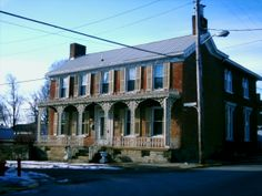 Ripley, OH (Brown County) - An old pretty house on Mulberry St. at the intersection of U. Abandoned Ohio, Abandoned Buildings, Abandoned Places, Ripley Ohio, Brown County, Ohio River, 10 Picture, Close To Home, Ghost Towns