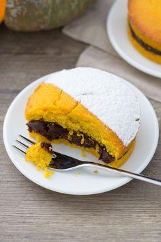 Tortine di zucca e cioccolato: dolcetti delicati e super golosi per la merenda. Un mini dessert che conquisterà grandi e piccini! [Chocolate and pumpkin mini cake]