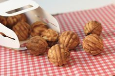 Learn how to make this hodugwaja recipe. Hodugwaja, Korean Walnut Cakes, are filled with red bean paste and walnuts and commonly found at Korean rest stops. Walnut Cookie Recipes, Walnut Cookies, Walnut Cake, Alcoholic Desserts, Asian Desserts, Asian Recipes, Alcoholic Shots, Sweet Recipes, South Korean Food