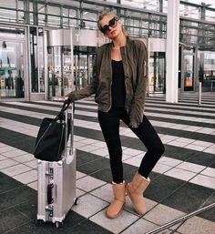 Perfect Travel Outfit #uggs #bomberjacket XENIA VAN DER WOODSEN (@xeniaoverdose) • Instagram-Fotos und -Videos