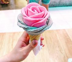 Flower Shaped Gelato 1 | These Rose-Shaped Gelato Cones Are Almost Too Beautiful To EatHow Lesbians Have Sex, Explained With Ice Cream Sundaes
