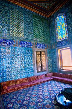 Turkey Travel Inspiration - The Harem, Topkapi Palace (Topkapi Sarayi), Istanbul, Turkey Islamic Architecture, Art And Architecture, Oh The Places You'll Go, Places To Visit, Beautiful World, Beautiful Places, Foto Blog, Belle Villa, Turkey Travel
