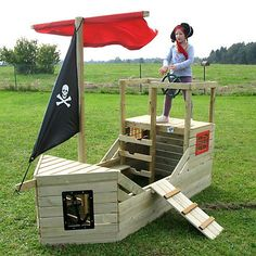 This would be awesome in Darcie's yard! Do you think Ron and friends can build one? #buildplayhouses