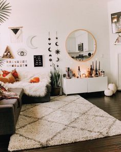 Perfect Idea Room Decoration Get it Know - Neat Fast : You want the space to reflect your personal style without feeling cluttered and cramped. Minimalist decor is the best way. Room Makeover, Aesthetic Room Decor, Interior, Bedroom Design, Living Room Decor, Home Decor, Room Inspiration, Apartment Decor, Room Decor