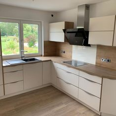 White Kitchen Interior, L Shaped Kitchen, Home Room Design, Modern Kitchen Design, House Rooms, My Dream Home, Kitchen Cabinets, Room Decor, Indoor