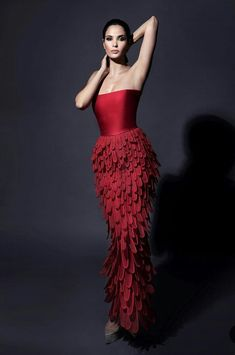 Fashion designer Jean-Louis Sabaji presented Ishtar: Queen of the Night Spring Summer 2018 Couture Collection, inspired by the culture of Mesopotamian civilization. Beautiful Gowns, Beautiful Outfits, Victor Ramos, Style Haute Couture, Collection Couture, Red Cocktail Dress, Mode Vintage, Designer Gowns, Fashion Show