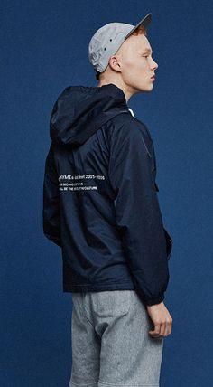 뒷면 타이포그래픽으로 포인트를 가미한 심플한 아노락 자켓. 186cm / 72kg / L size