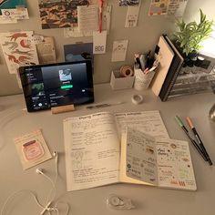 Study Desk, Study Space, Study Room Decor, Study Corner, Study Organization, School Study Tips, Journal Aesthetic, Aesthetic Room Decor, Study Areas
