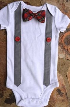 baby bodysuitred plaid baby bow tie and suspenders bodysuit Boy Onesie, Onesies, Baby Boy Outfits, Kids Outfits, Diy Bebe, Baby Sewing Projects, Baby Crafts, Trendy Baby, Toddler Boutique