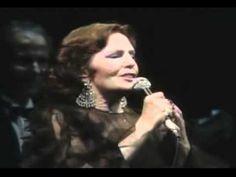 Uma Casa Portuguesa é uma das canções mais conhecidas da música portuguesa, que Amália Rodrigues cantou em 1953. Em concerto no Japão, 1986. Letra: http://letras.com/amalia-rodrigues/230953/