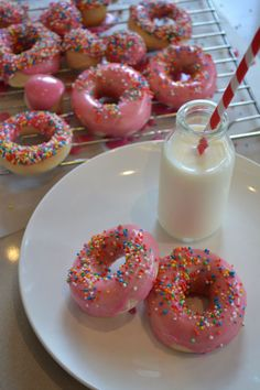 Iced donuts made without a doughnut pan. You can bake the donuts in the oven or use a Phillips Airfryer.