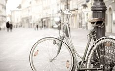 bicycle tied pole hd picture
