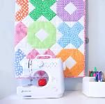 Sew adorable baby quilts with this collection of 260 free baby quilt patterns. Many designs simple and easy enough for a beginner to sew. Sew boy, girl, and gender neutral quilts; tradtional, modern quilts and more. Free Baby Quilt Patterns, Sewing Patterns Free, Quilting Tutorials, Quilting Designs, Neutral Quilt, Baby Patchwork Quilt, Diy Baby Gifts, Baby Sewing Projects, Burlap Pillows