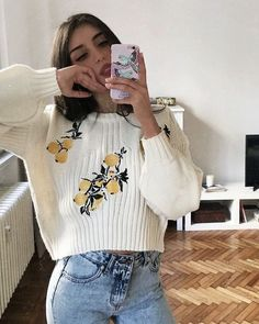 Light jeans and a printed blouse - LadyStyle