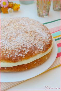 Put the top of the brioche and sprinkle with icing sugar Gateaux Vegan, Brookies Recipe, Vegan Kitchen, Chocolate Chip Cookies, Icing, Cake Recipes, Biscuits, Bakery, Vanilla